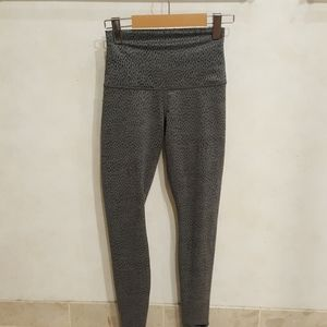 Lululemon wunder unders yoga pants